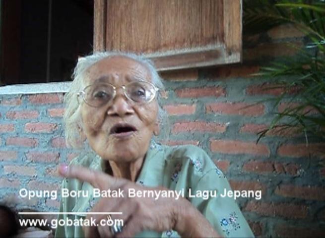 Opung Boru Bernyanyi Lagu Jepang