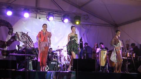 Ulos Batak Hadir Di Festival Indonesia Di Melbourne